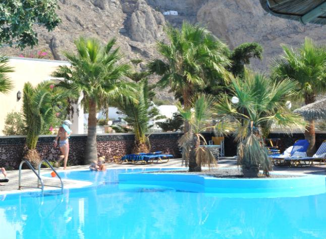 Sandy villas cheap holidays to sandy villas perissa for Affordable pools ri