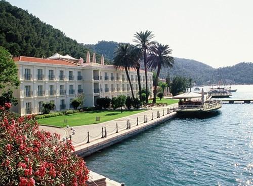 Ece Saray Marina, Main
