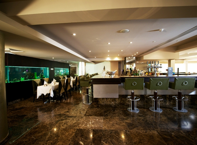 Adams Beach Hotel, Valentines Piano Bar, 21305
