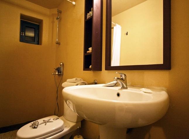Yellow House, Bathroom,14624