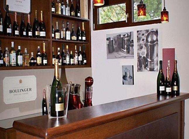 San Stefano Hotel, Bar,373