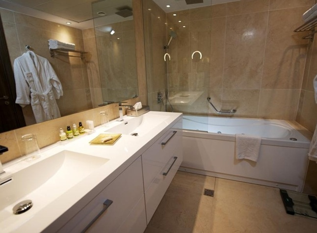 Adams Beach Hotel Deluxe Wing, Deluxe rooms bathroom,21357