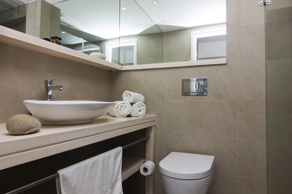 Bathroom 1,19518