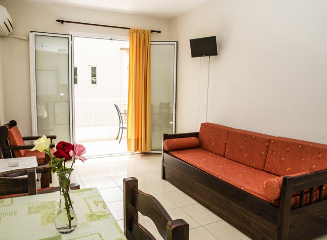 Manis Rose Apartments, Living room,29507