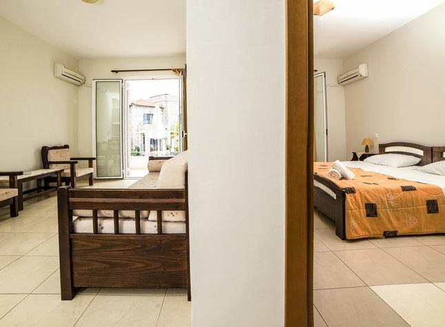 Manis Rose Apartments, Room,29507